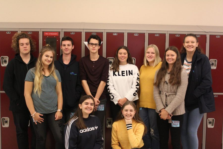 A+group+of+Aussies+gather+outside+of+Rachel+Davidson%27s+2nd+period+class.+Every+Aussie+had+some+interesting+things+to+say+about+their+visit.